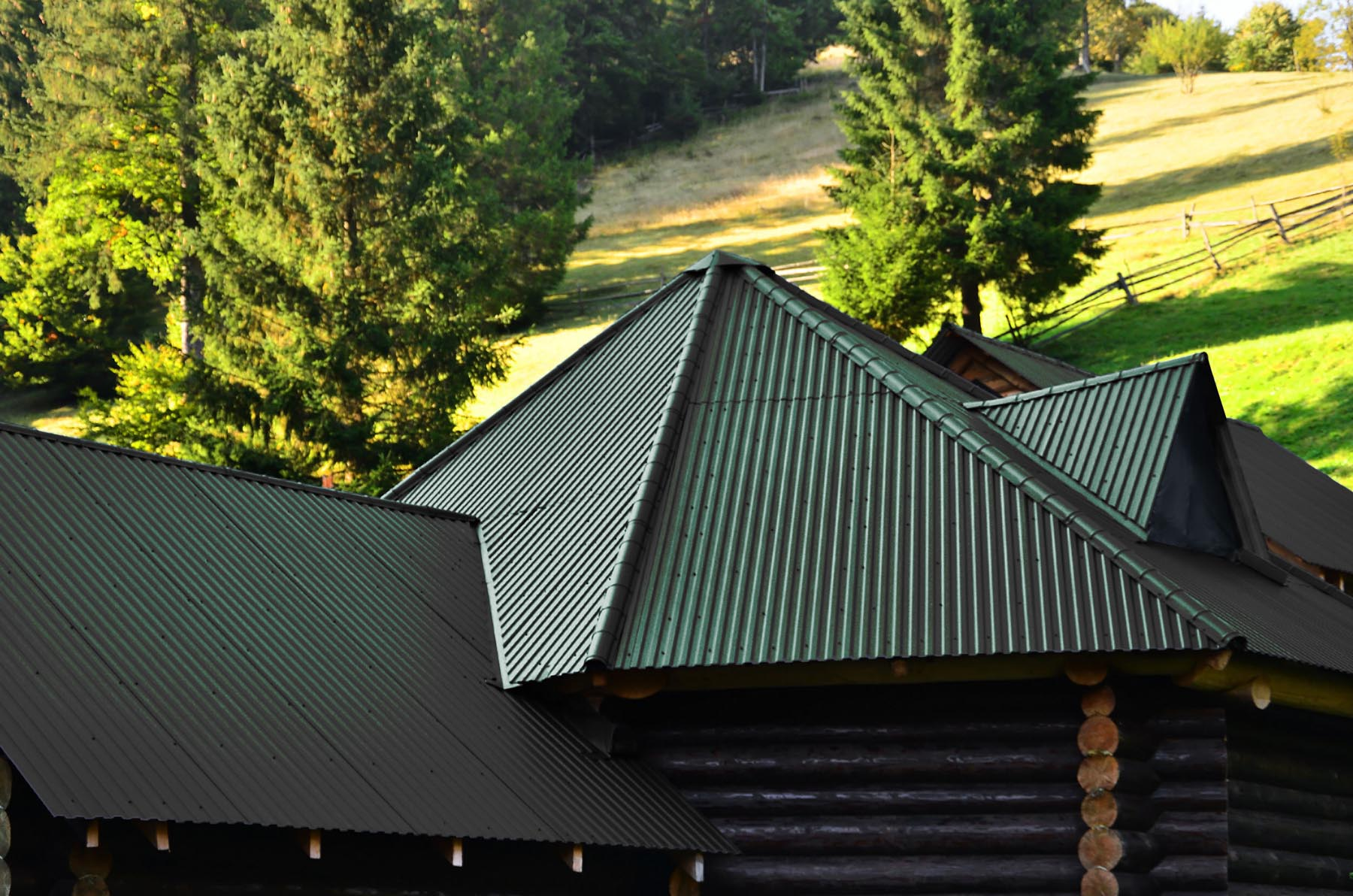 Metal Roofing Colors: Evergreen